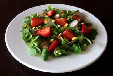 Ensalada de fresas y pistachos