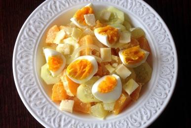 Ensalada de cítricos, huevo y pepino