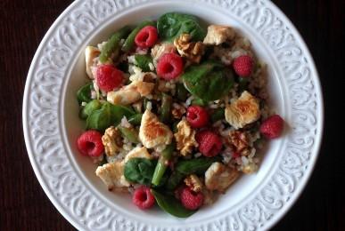 Ensalada de arroz, pavo y frambuesas