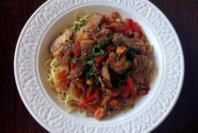 Noodles con ternera marinada