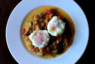 huevos-poche-con-pisto