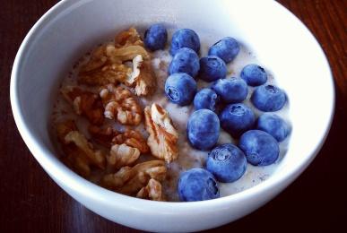 Porridge de avena con arándanos y nueces