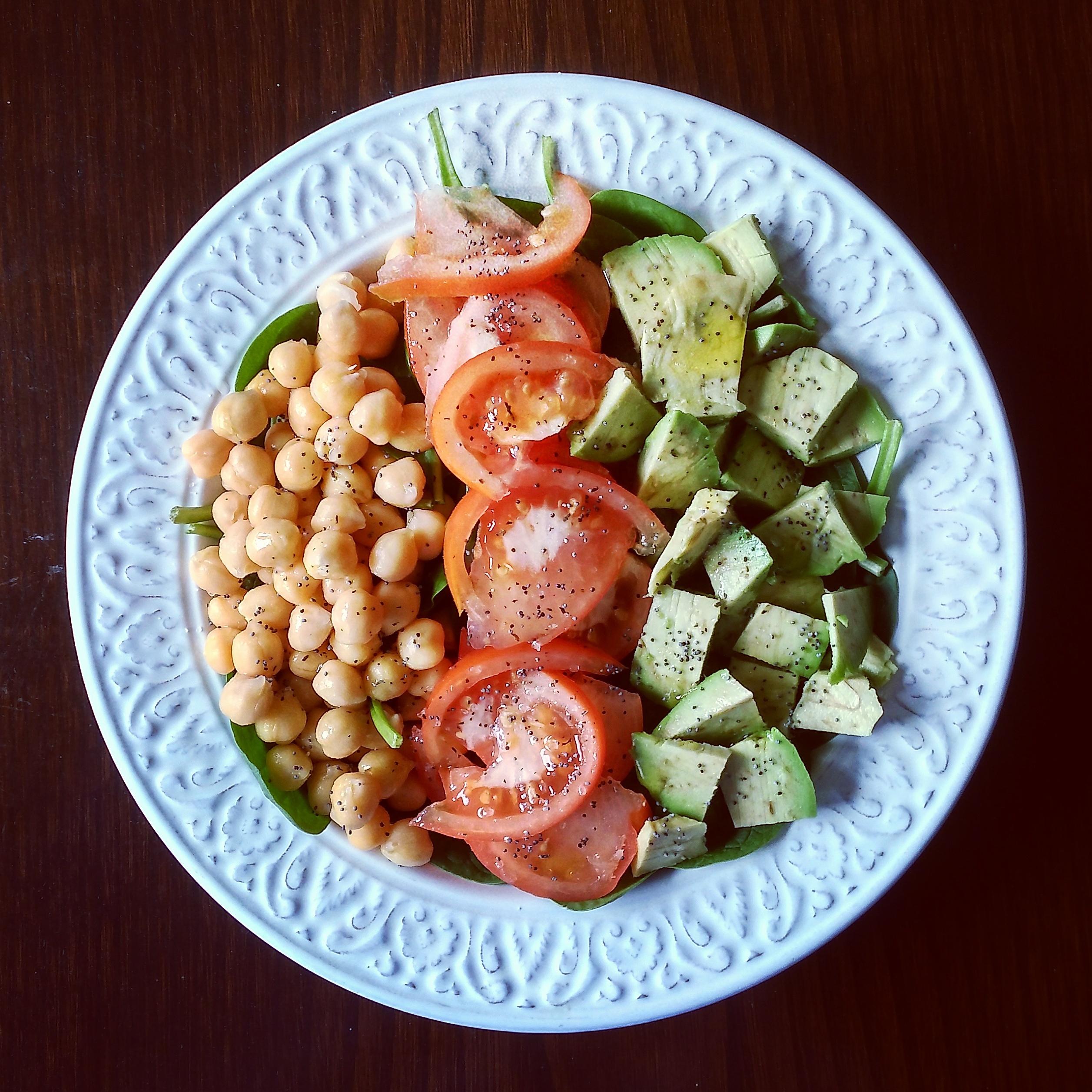 Ensalada con garbanzos tomate y aguacate mar a p rez mu oz - Ensalada de garbanzos light ...
