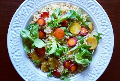 Ensalada de quinoa, zanahoria tricolor y brotes