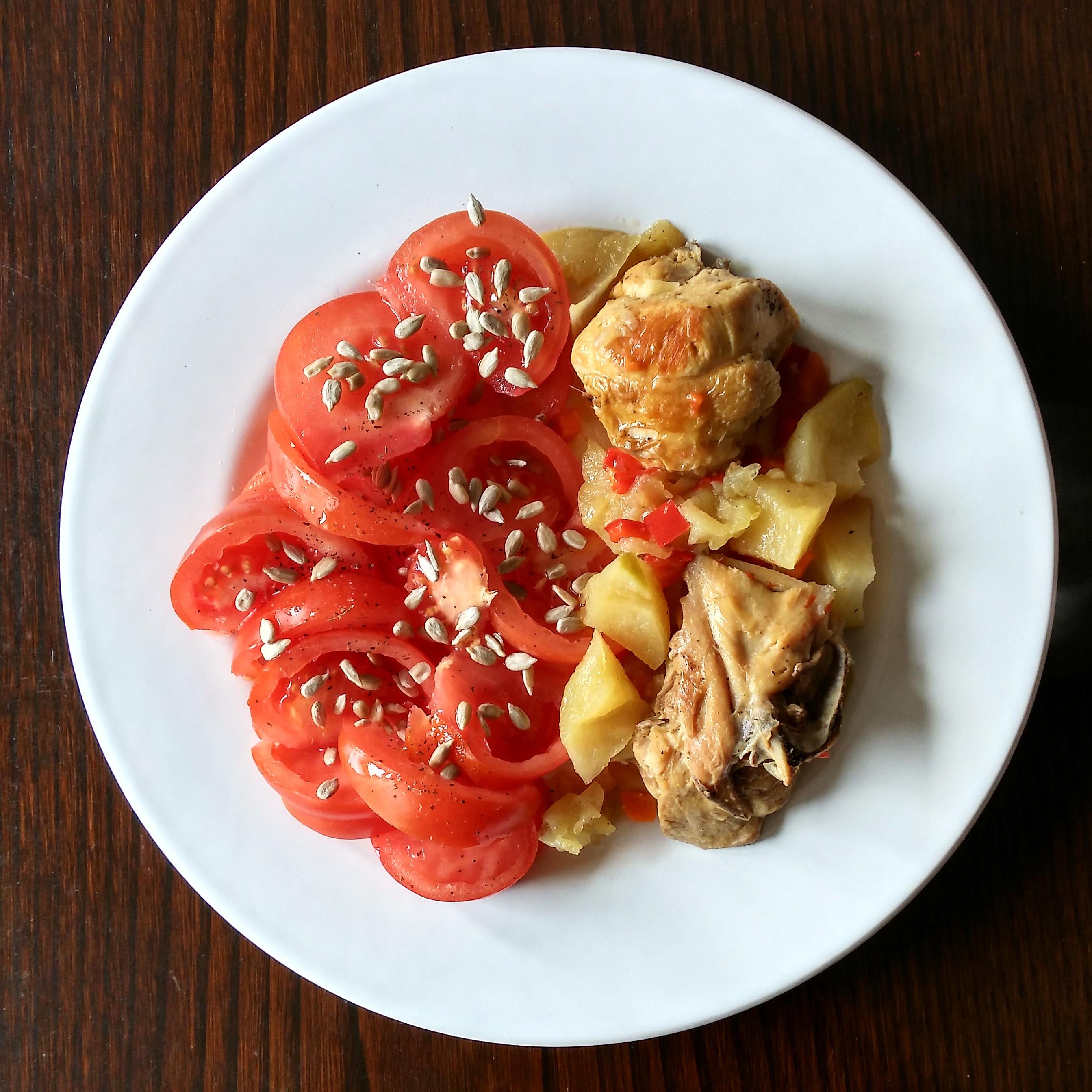 Pollo a la sidra con tomate aliñado