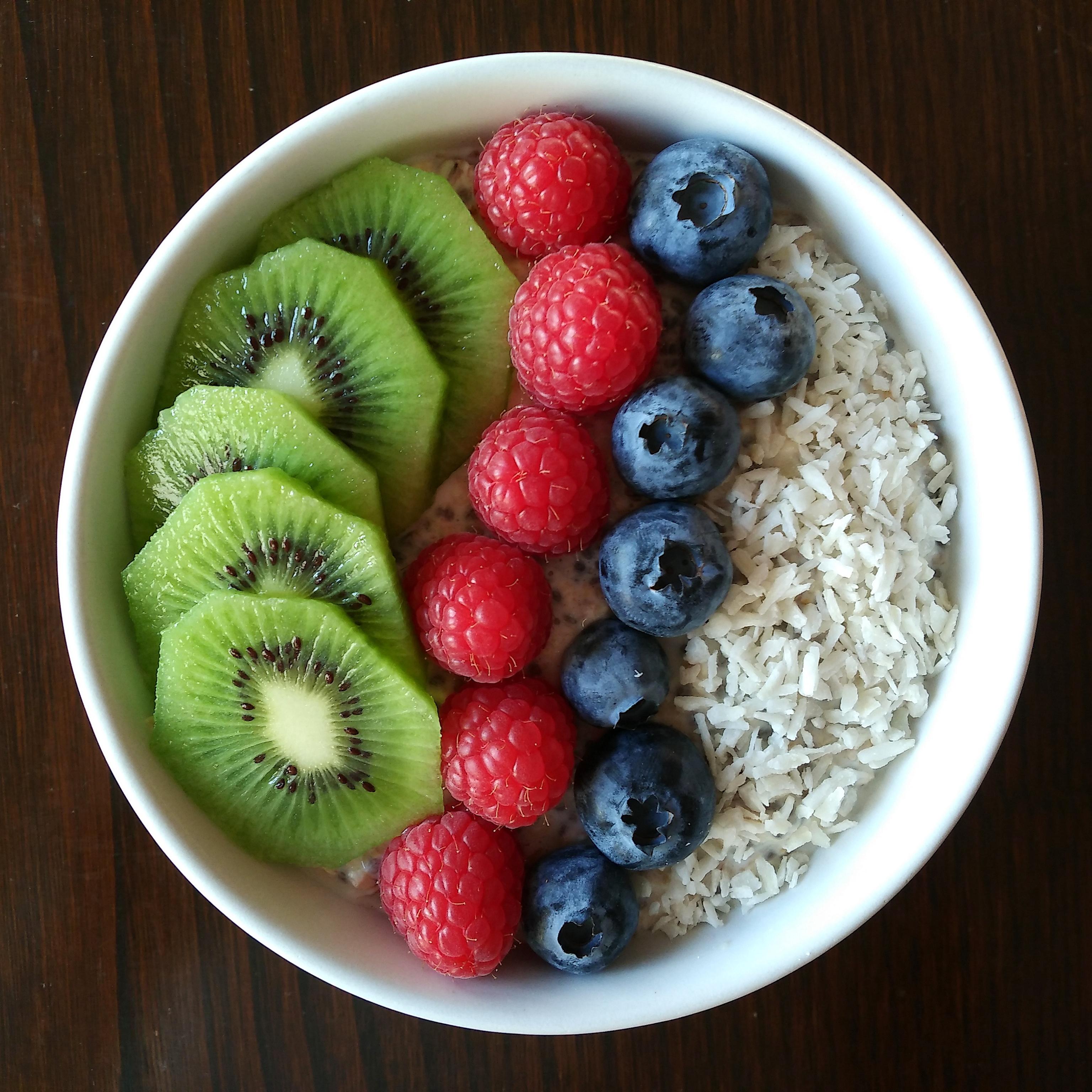 Porridge de avena con fruta y coco rallado
